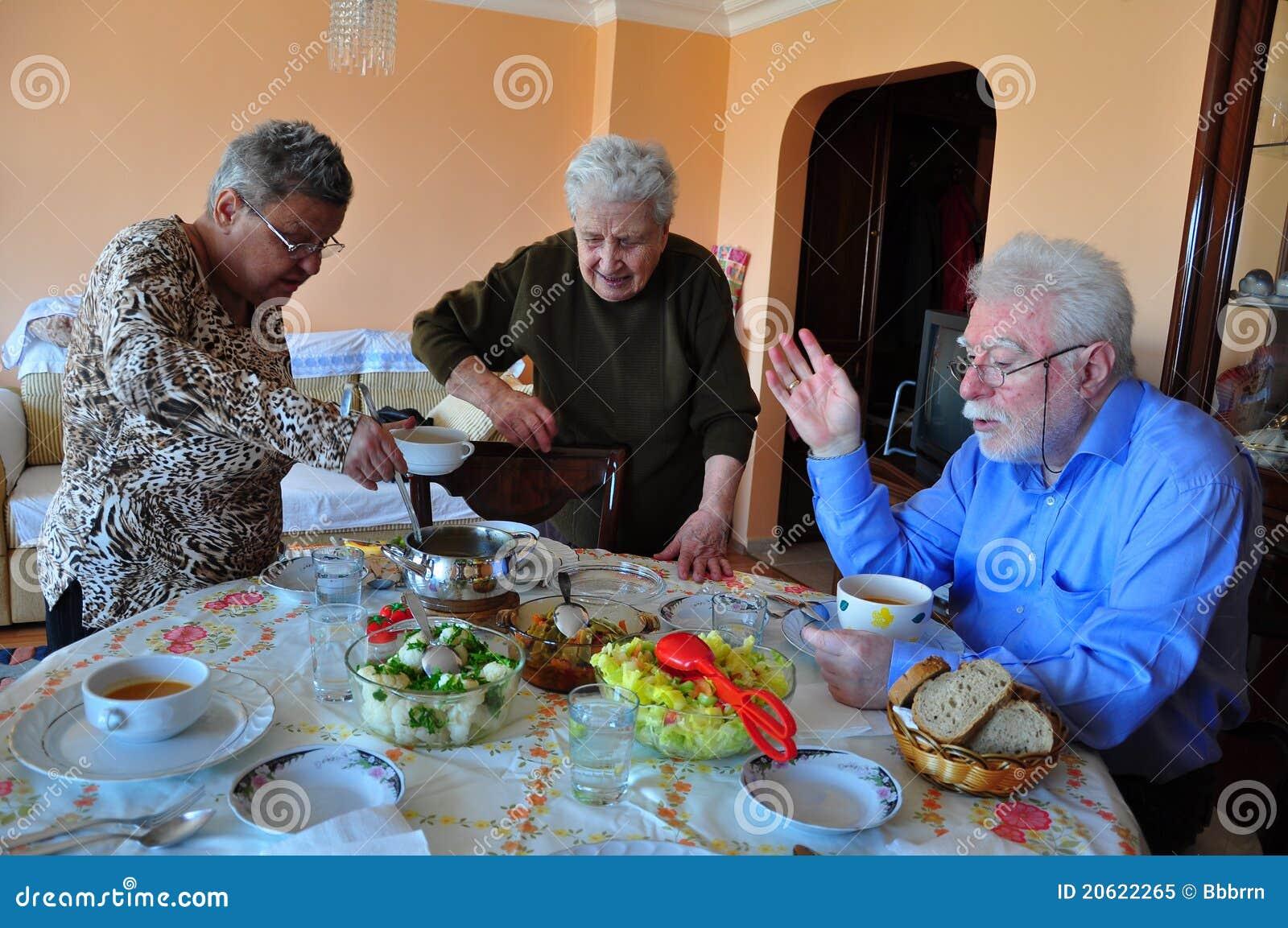Tiempo de la cena (almuerzo)