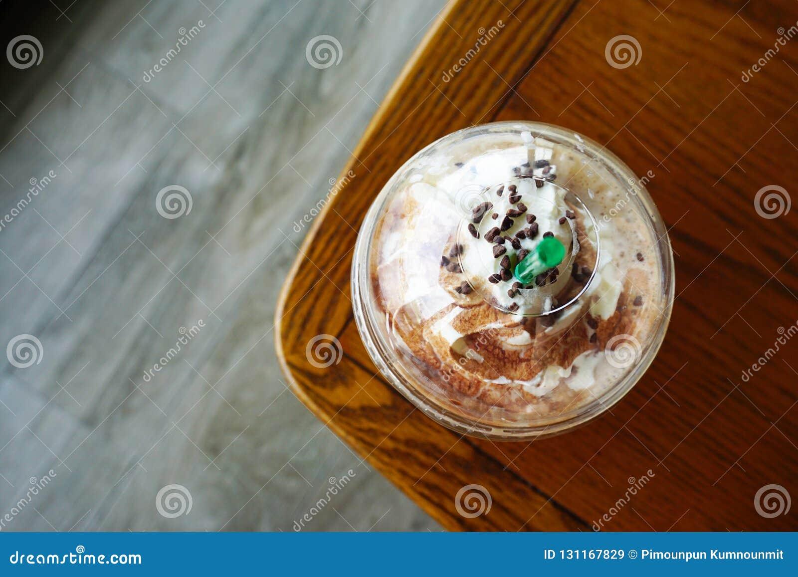 Tiempo del descanso para tomar café en la cafetería Vista superior de la taza de café de la moca