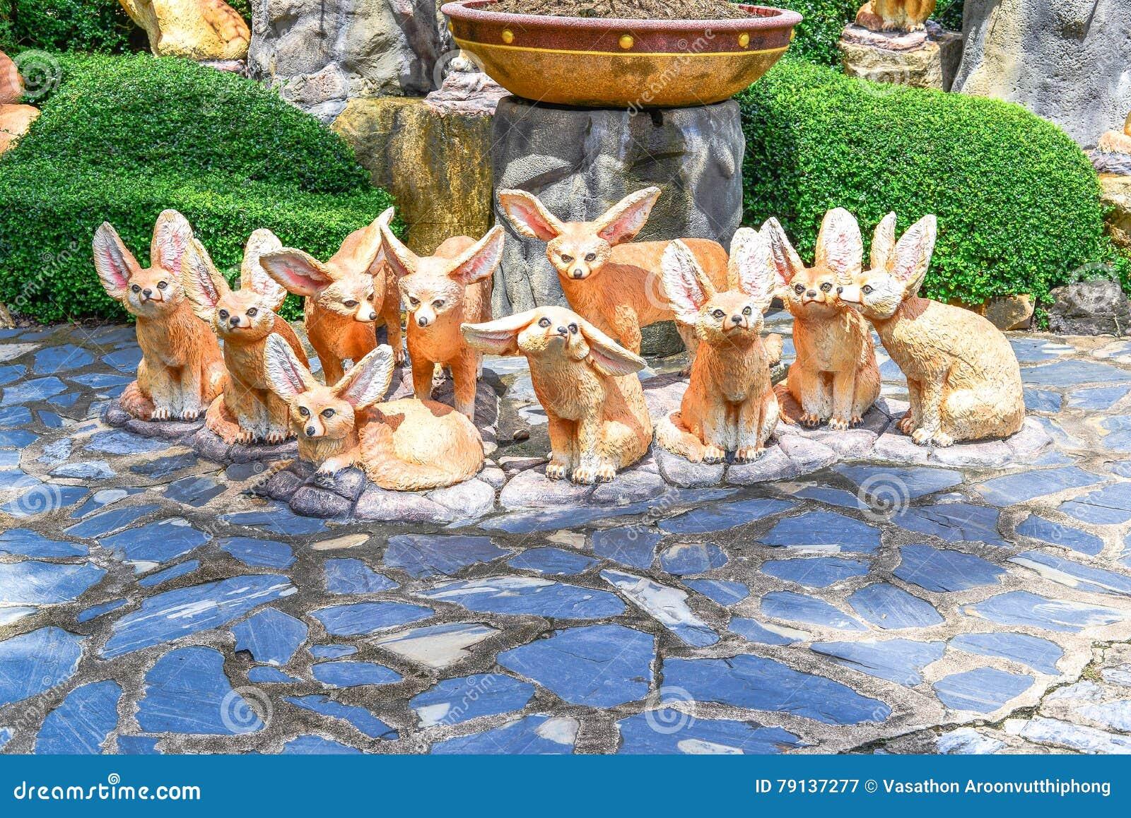 Tien vossenstandbeeld zoals beeldverhaal