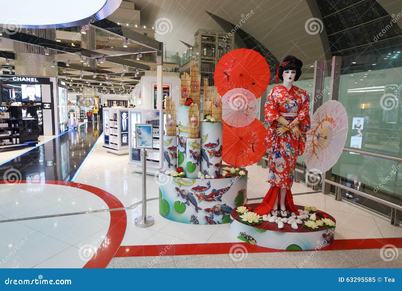 Tienda Con Franquicia Del Aeropuerto De Dubai Imagen editorial ...