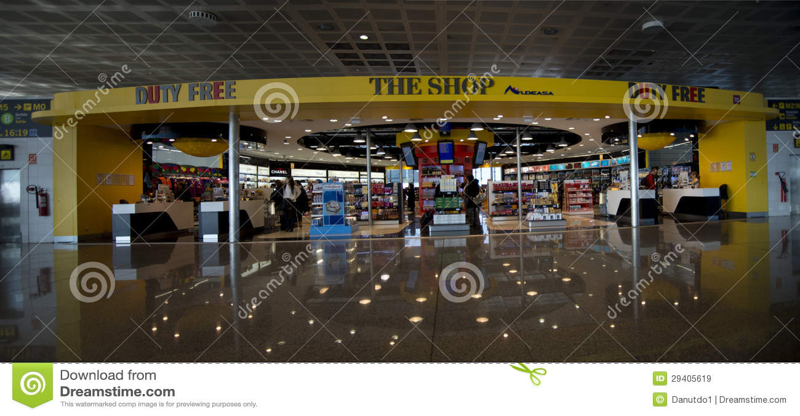 Tienda con franquicia en el aeropuerto de Barcelona