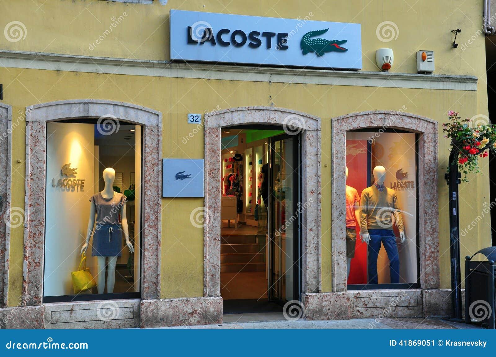 2c8811dc0e738 Tienda De Lacoste En Italia Foto editorial - Imagen de frente ...