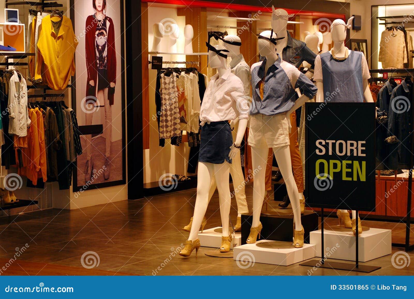 Tienda de ropa abierta