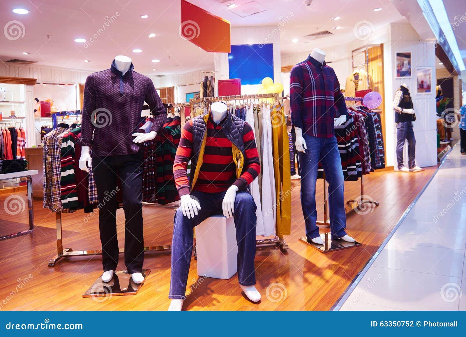 523956552 Tienda De Ropa Interior De La Tienda De La Moda Foto de archivo ...