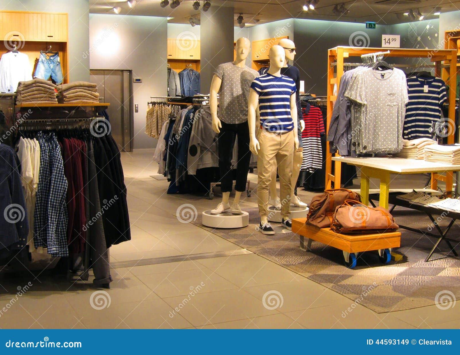 7aea137b7 Tienda de ropa para hombre imagen de archivo editorial. Imagen de ...