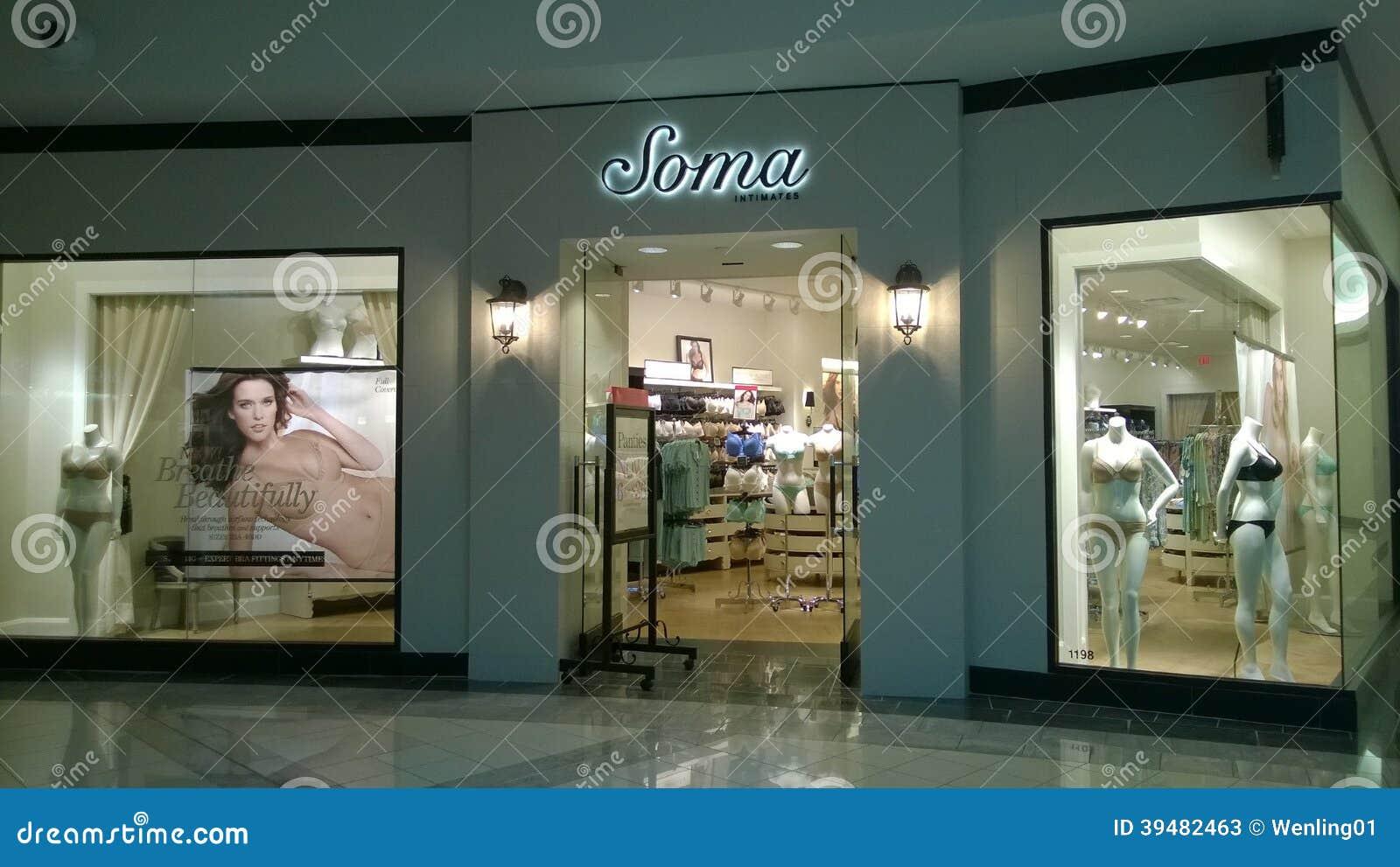 6def90a280 Forme el Soma femenino de la tienda de la ropa interior en la alameda de  compras.
