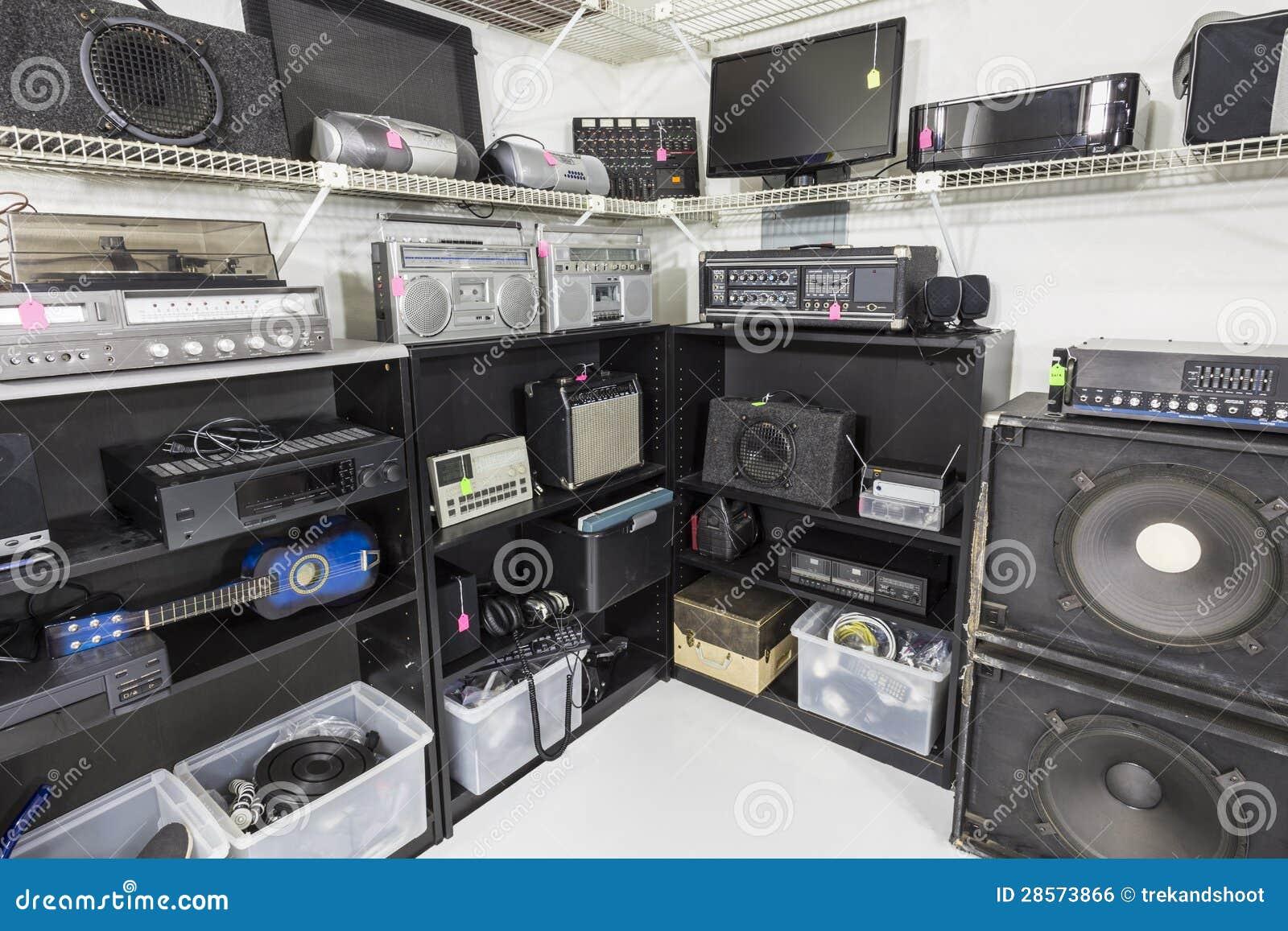 Tienda interior de la música y de la electrónica