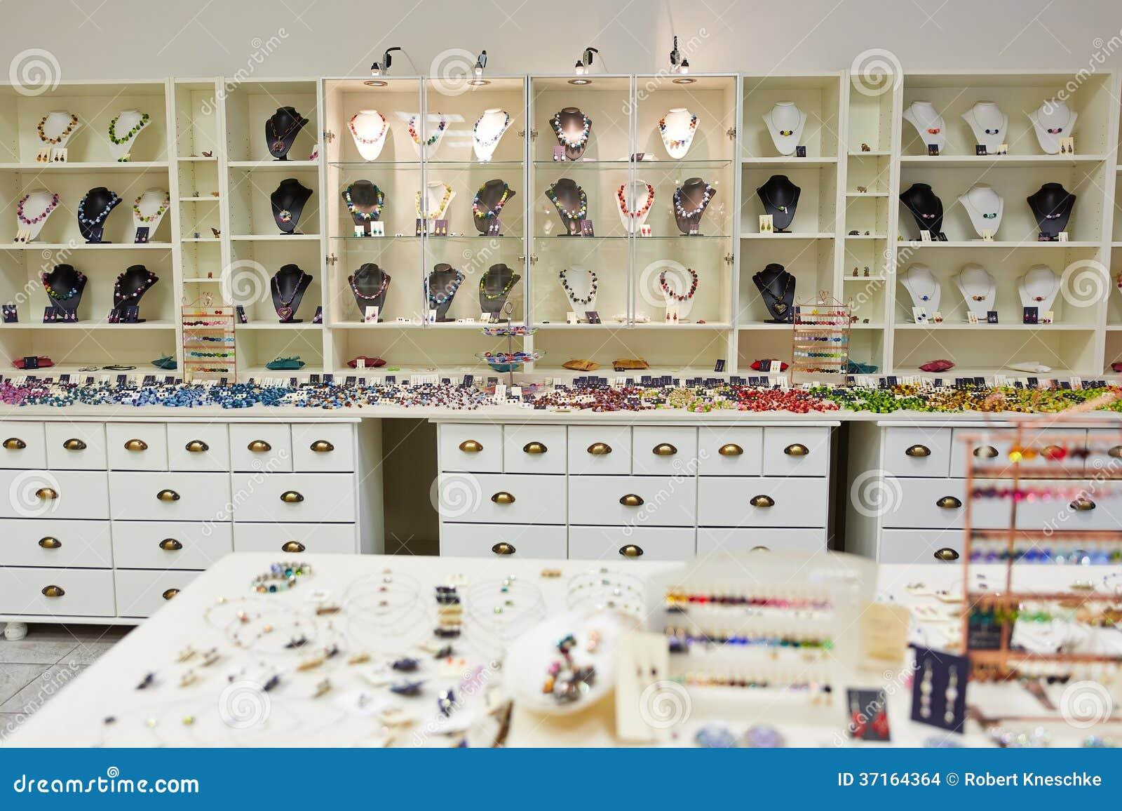 Tienda que suministra con joyer a foto de archivo imagen - Catalogo de decoracion ...