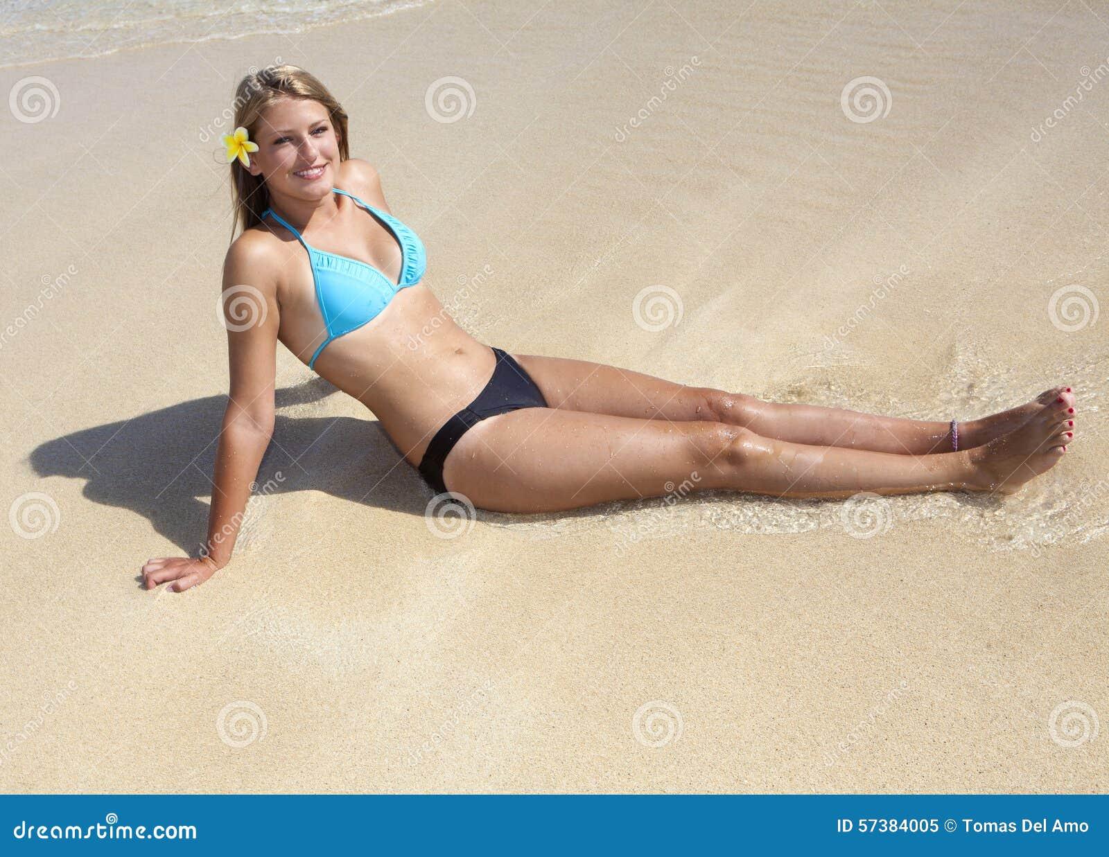 Tiener bij het strand