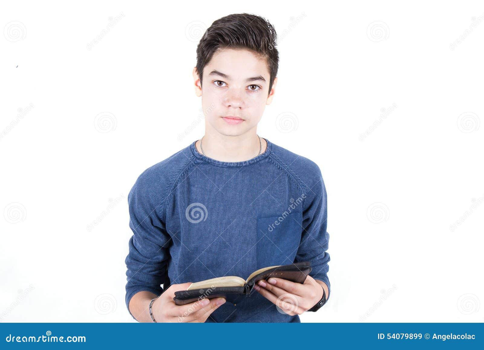 Tiener met Bijbel