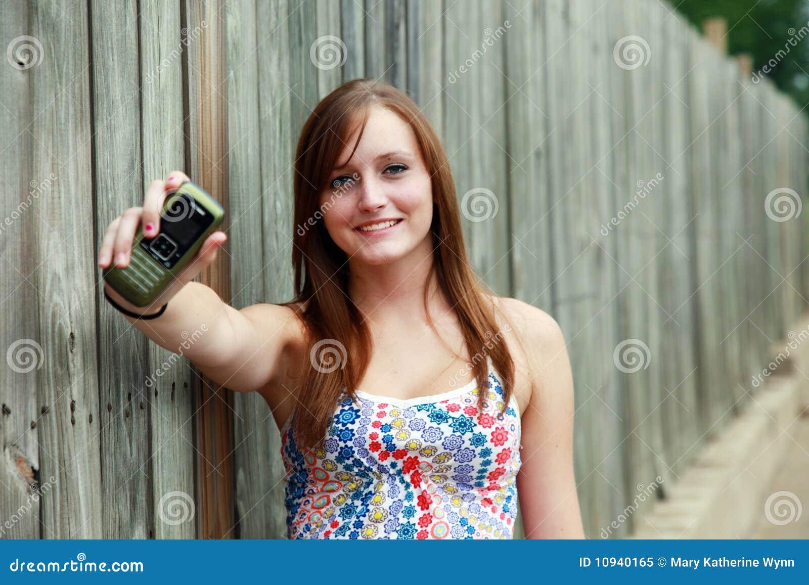 Tiener met mobiel stock afbeelding afbeelding bestaande uit single 10940165 - Tiener met opbergruimte ...