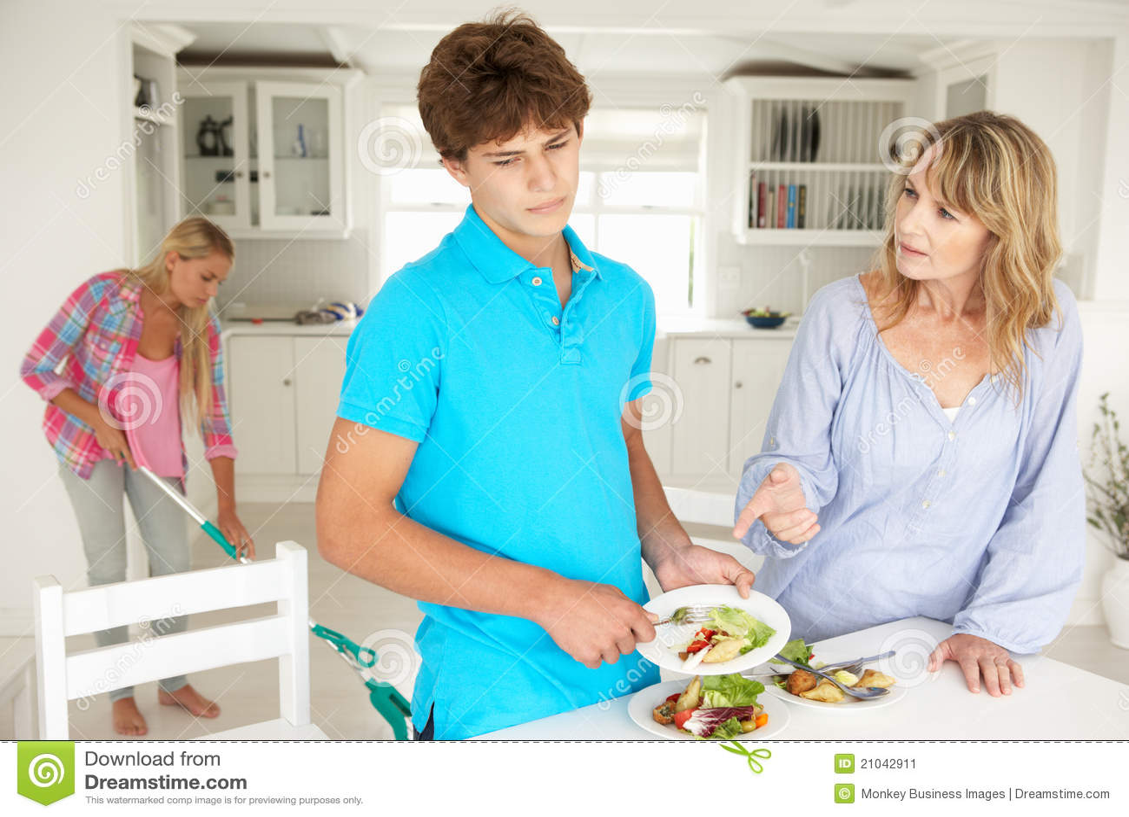 Tieners aarzelend om huishoudelijk werk te doen stock afbeelding afbeelding 21042911 - Tiener om ruimte ...