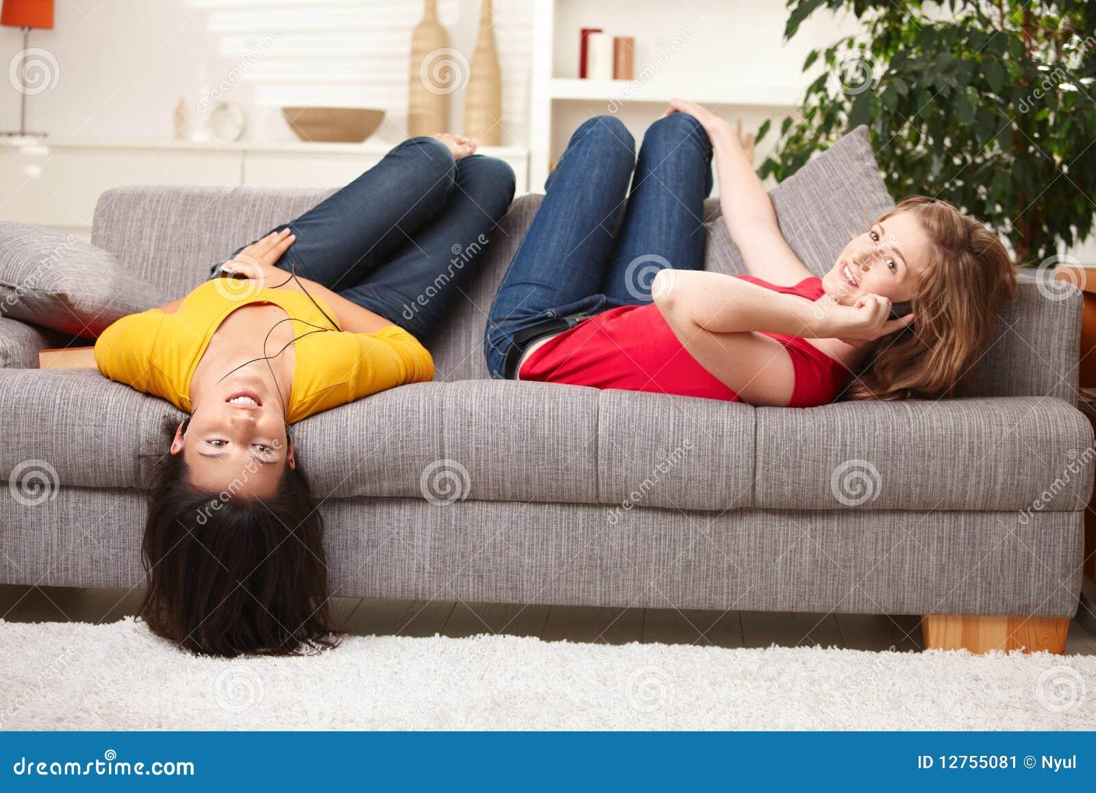 Tieners die pret hebben thuis