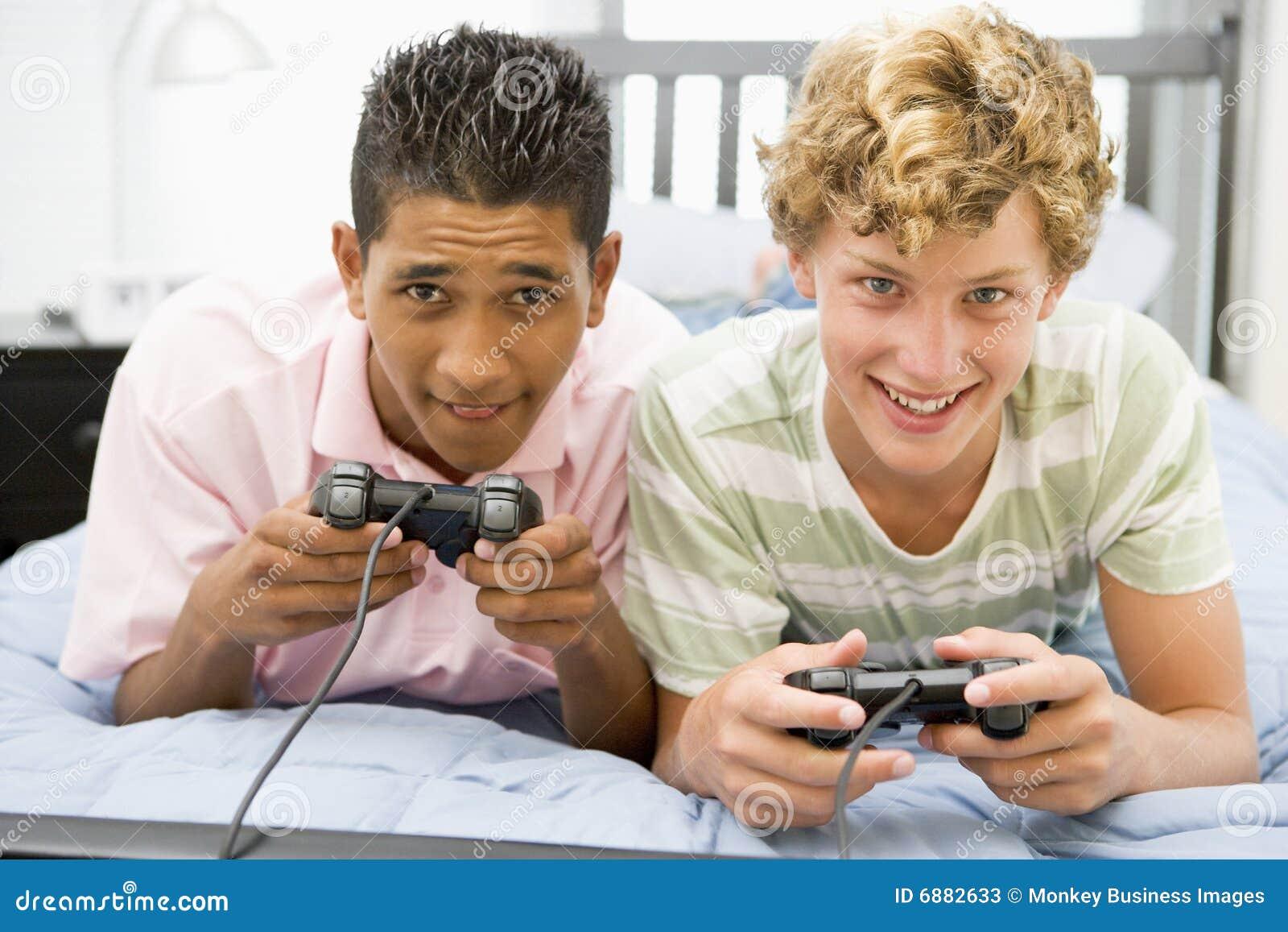 Tieners die Videospelletjes spelen