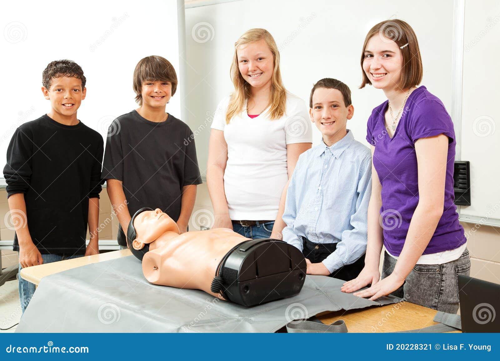 Tieners met Opleidende Ledenpop CPR