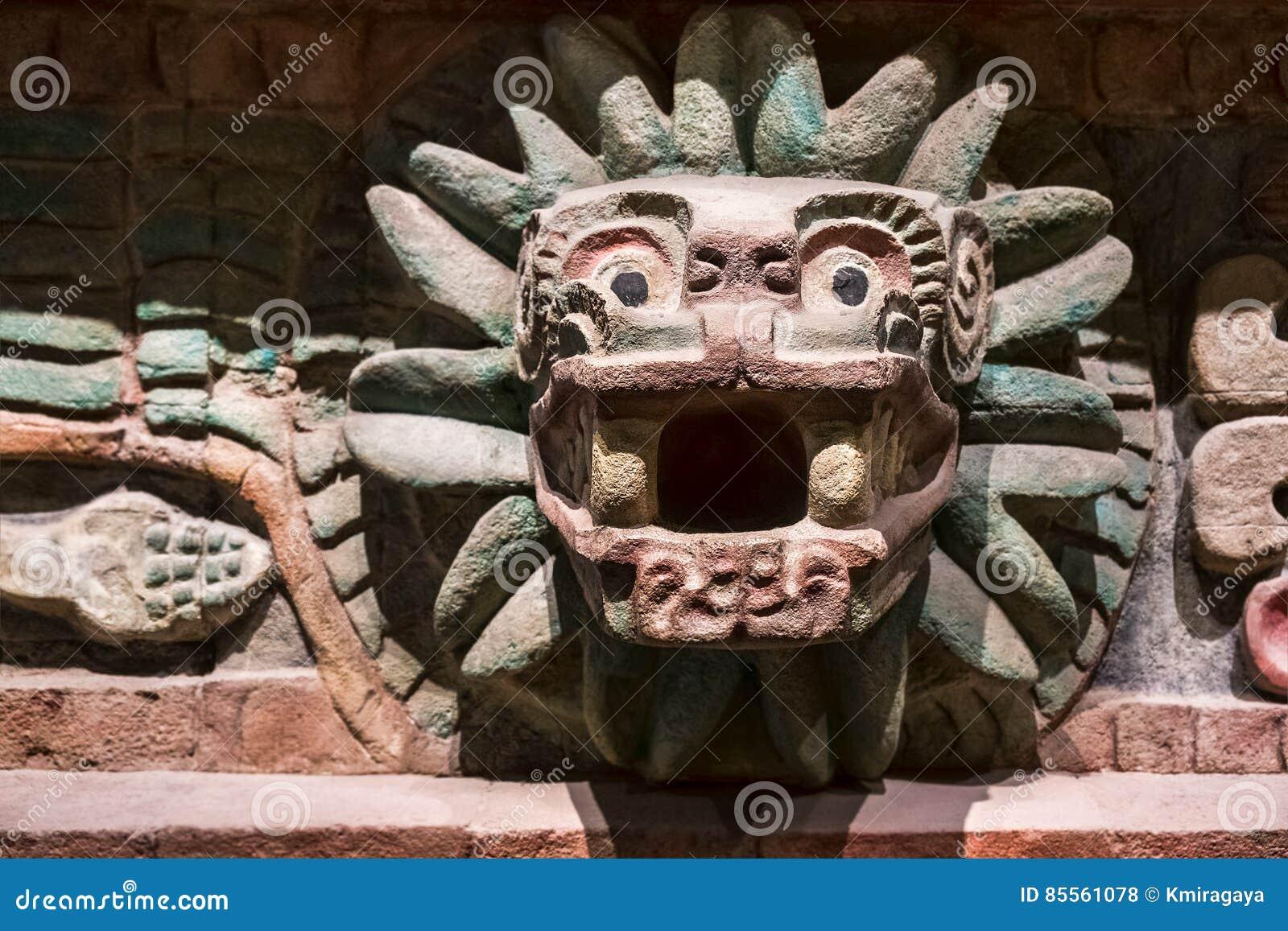 Tier schnitzte an einem alten aztekischen Tempel in Mexiko