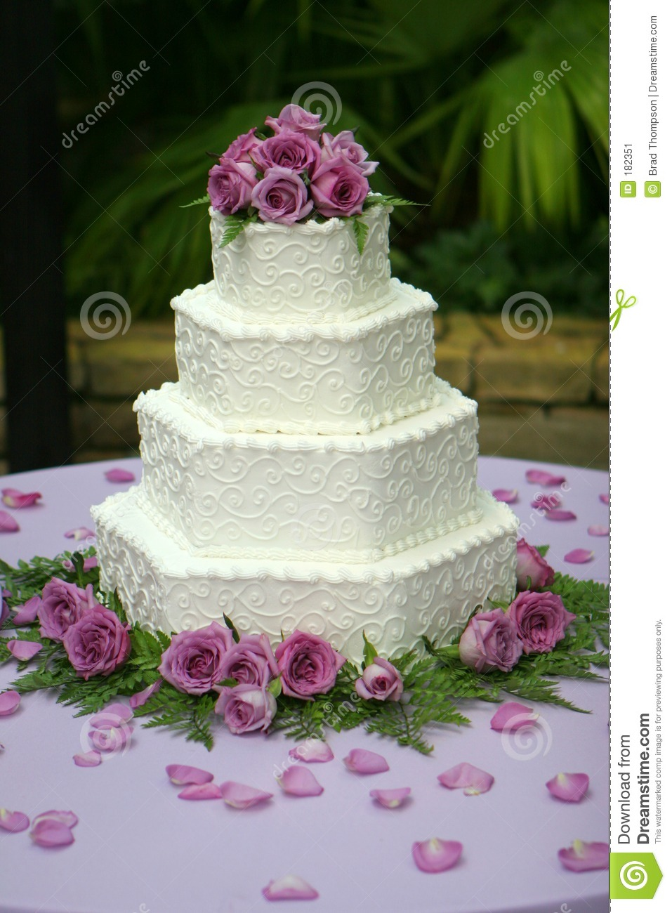 wedding cake with purple flowers pasteles foro banquetes bodas mx 26946