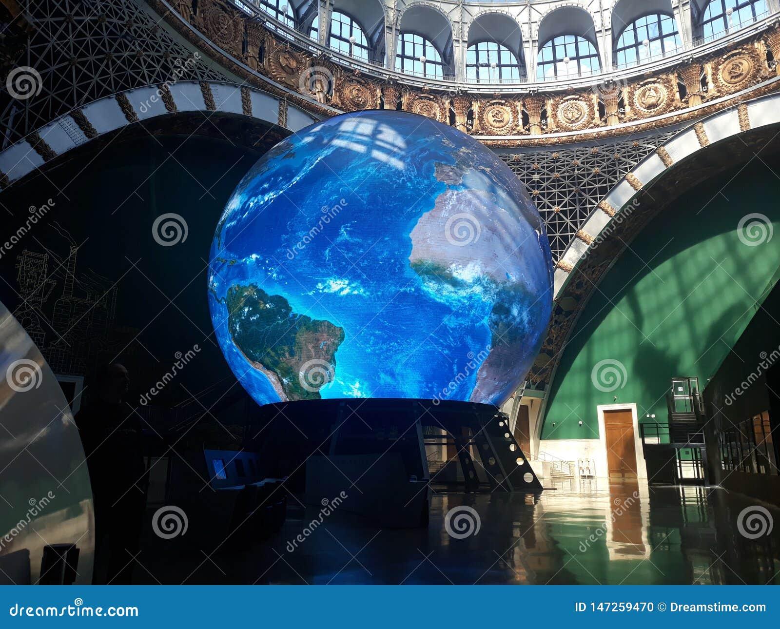 Tierra del planeta en el museo en Moscú