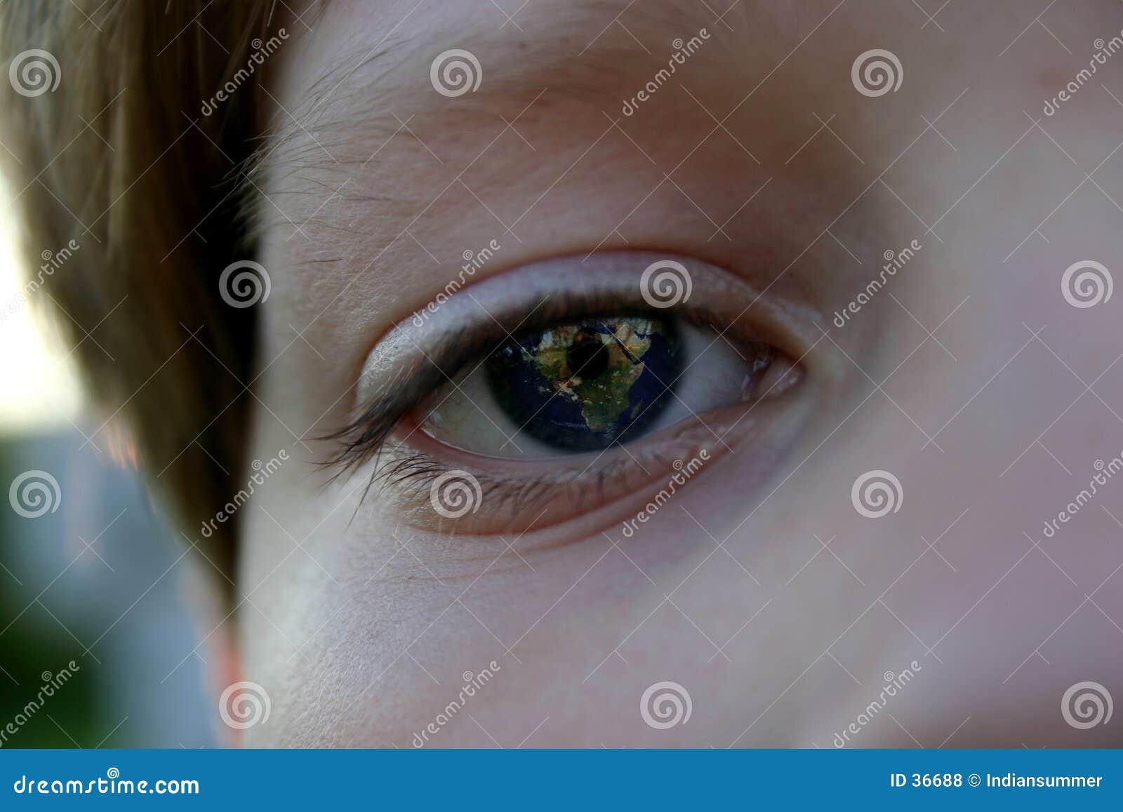 Download Tierra en sus ojos foto de archivo. Imagen de luna, órbita - 36688