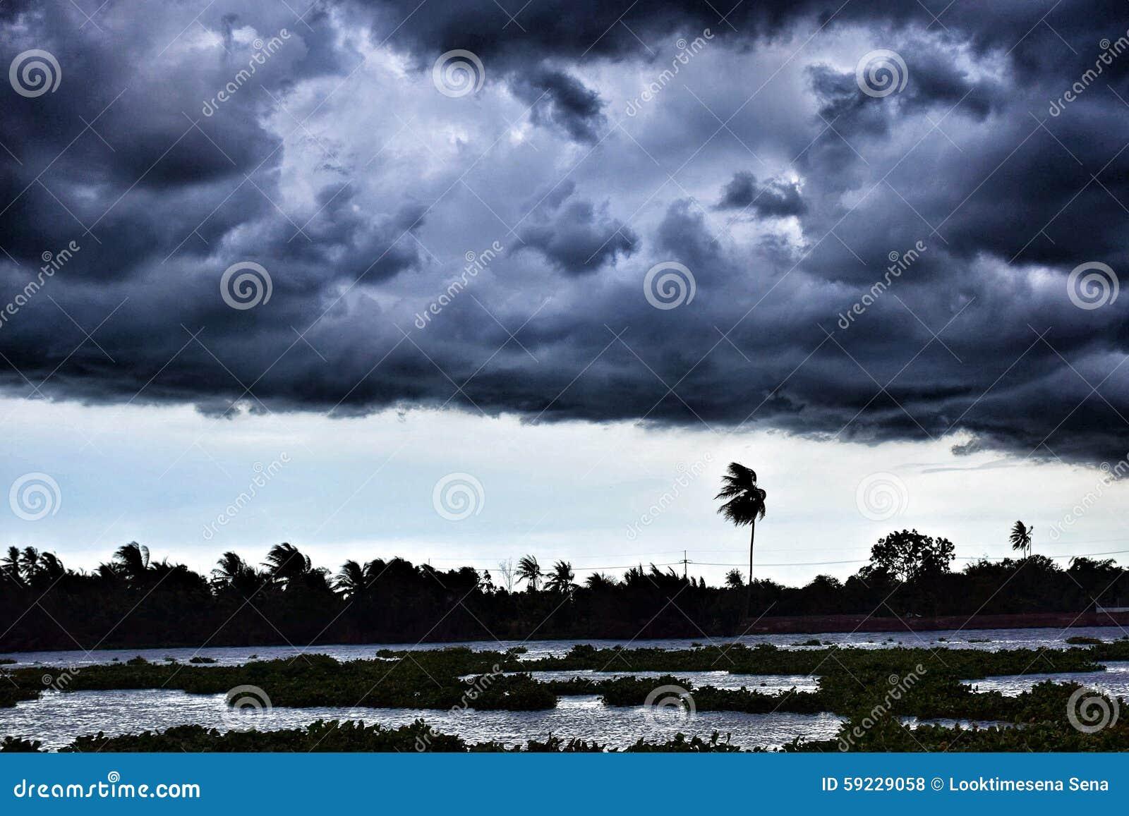 Download Tifón foto de archivo. Imagen de monzón, nube, raining - 59229058