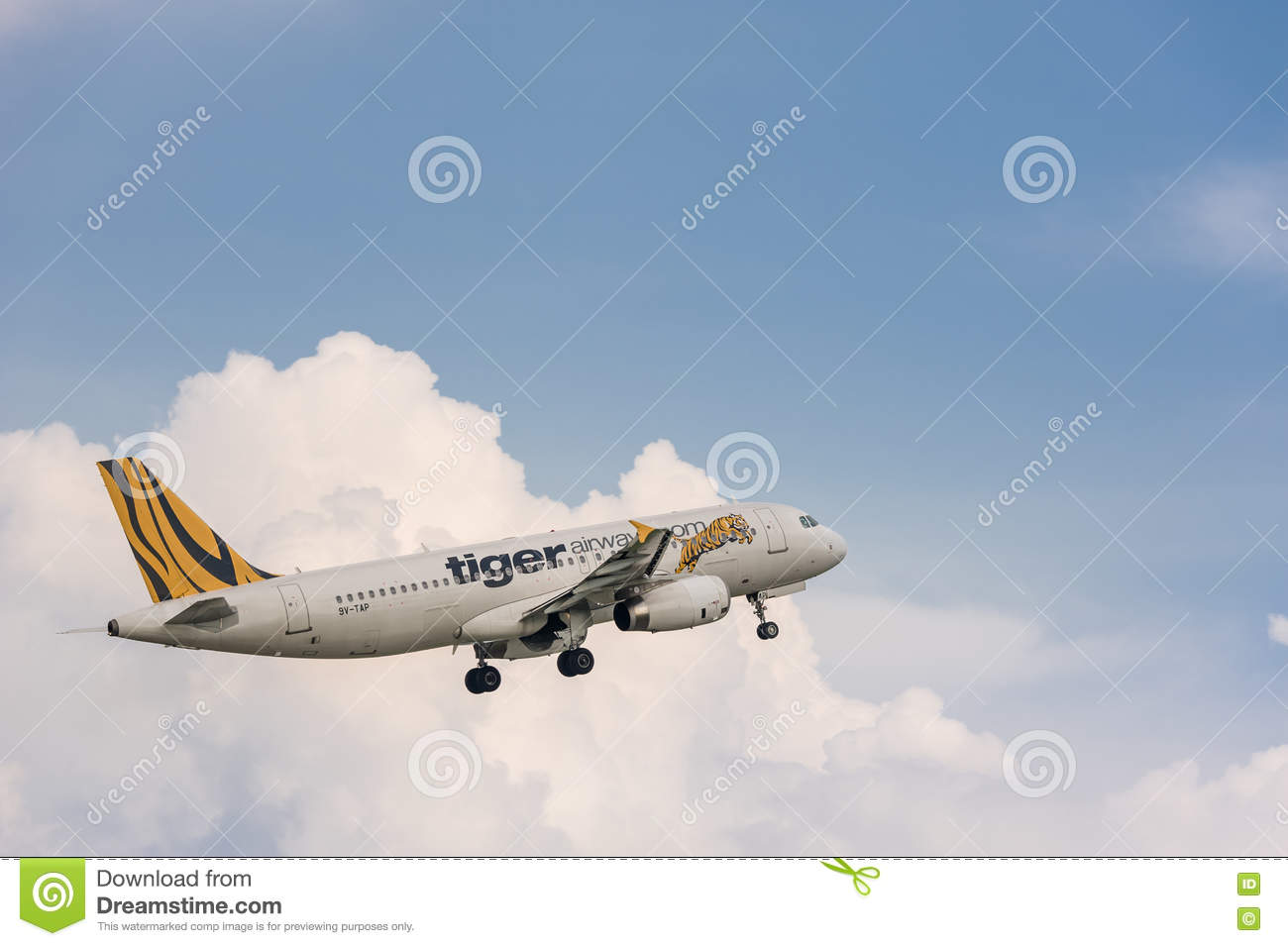 Tiger Airways nivåflyg i himmel