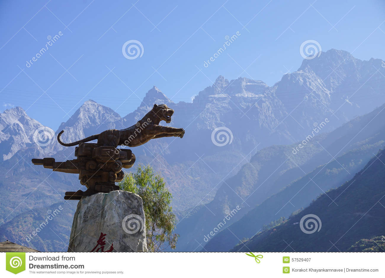 Tiger Leaping Gorge i Lijiang, Yunnan landskap, Kina