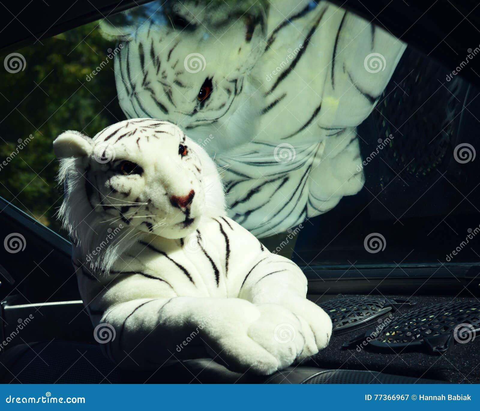 Tiger Stuffed Animal blanco