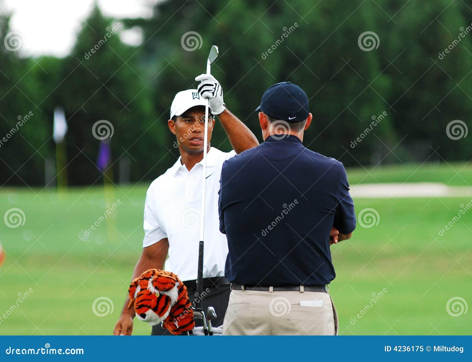 7cd2d5cd5 Tiger Woods editorial image. Image of caddie, nike, fedex - 4236175