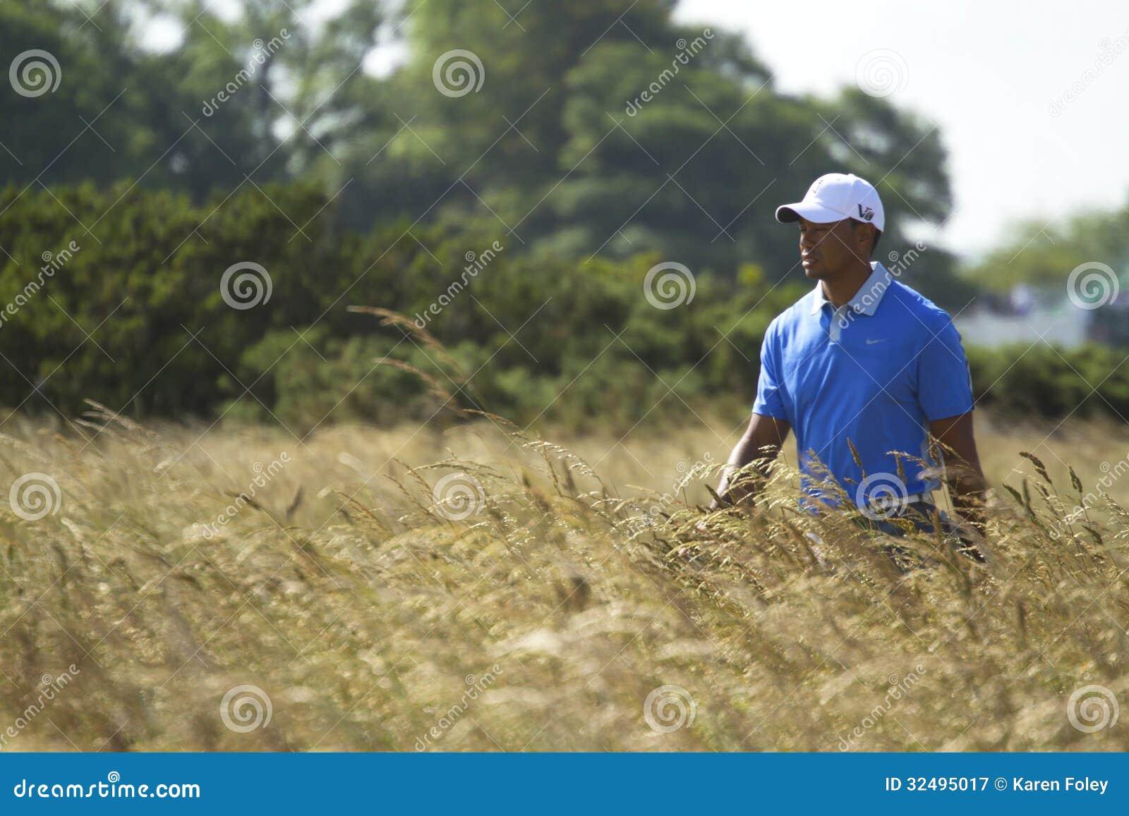 Tiger Woods odprowadzenie z oczami Zamykającymi