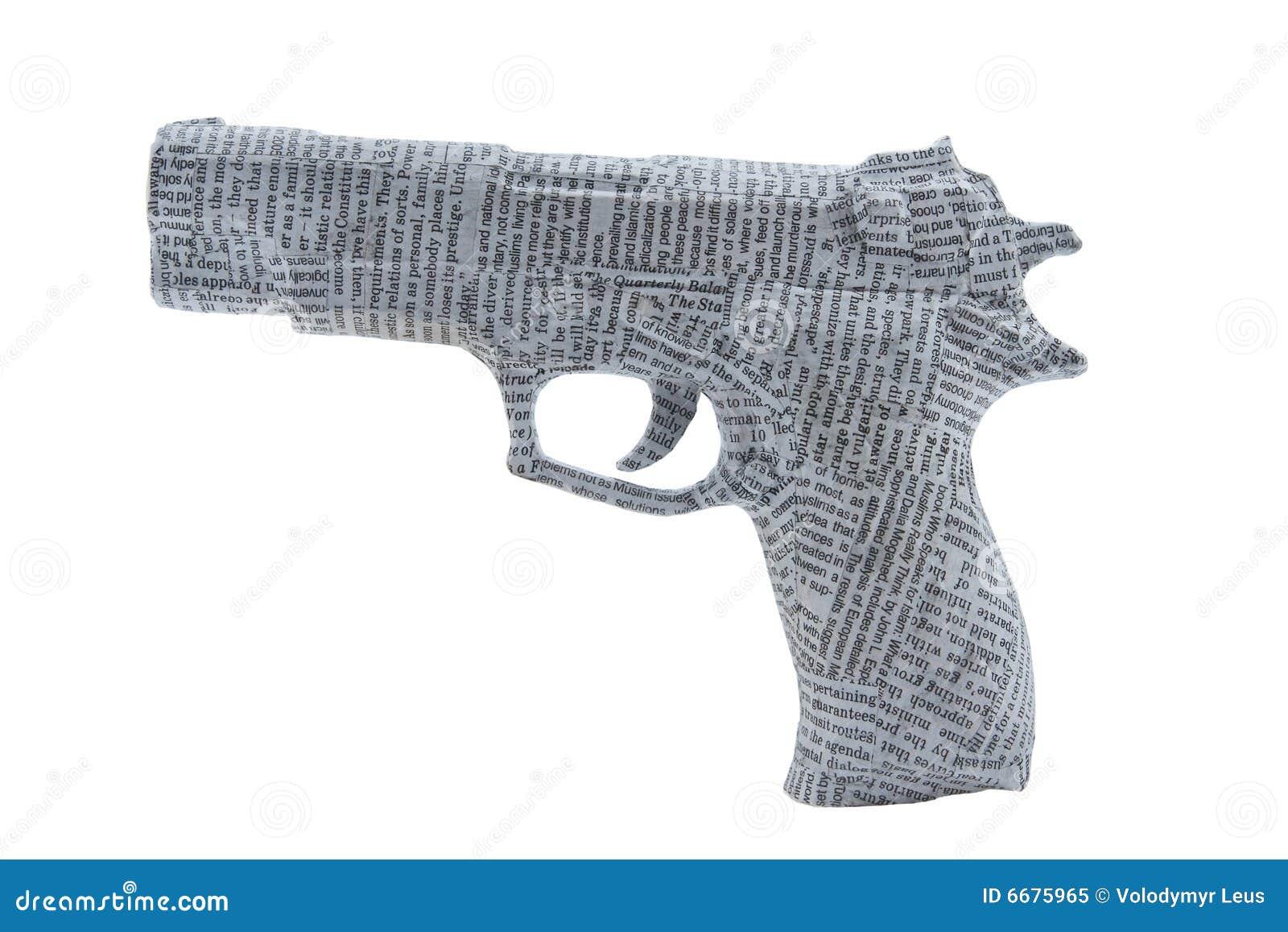 Tightyl de la arma de mano envuelto en periódico