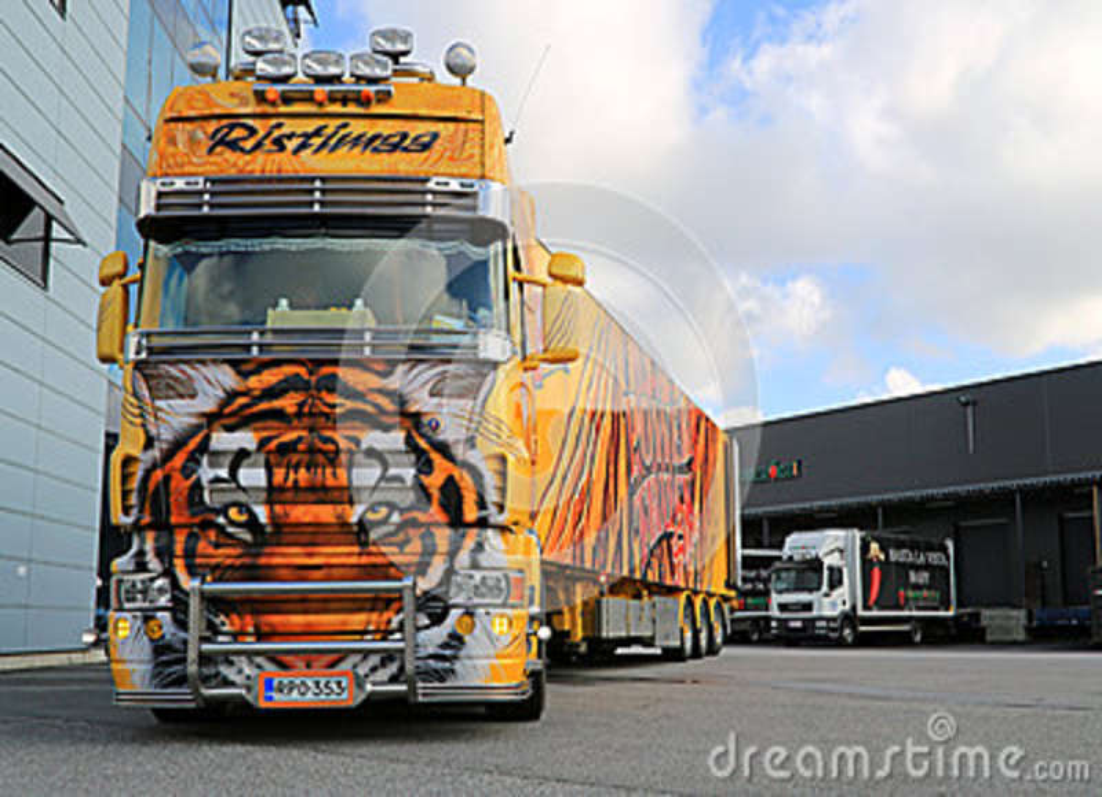Tigre de camion d exposition de Scania R620 à un entrepôt