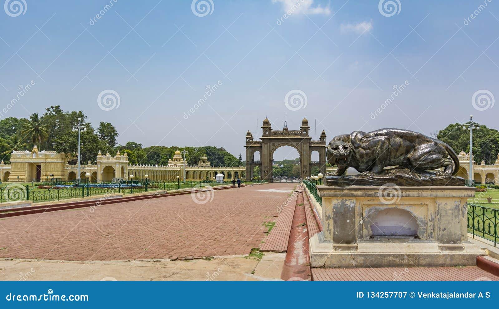 Tigre en bronze d hurlement Entrée de palais de Mysore