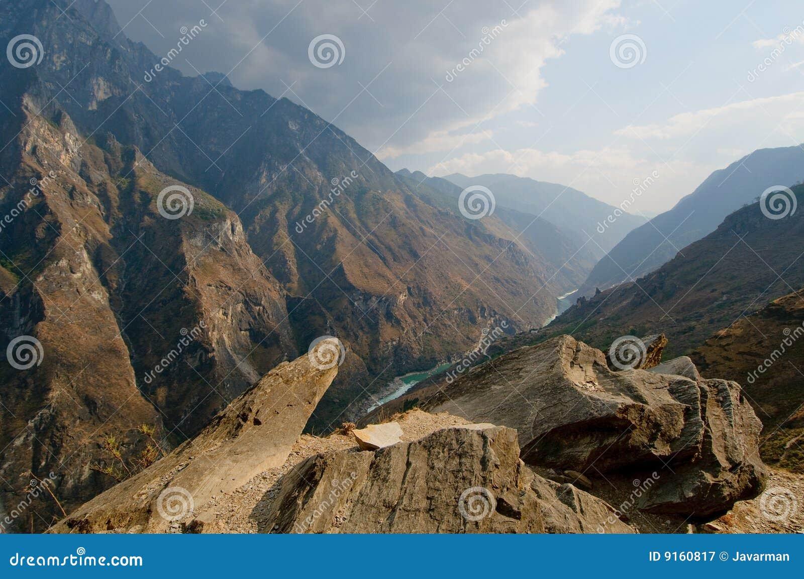 Tigre sautant la gorge, yunnan, porcelaine