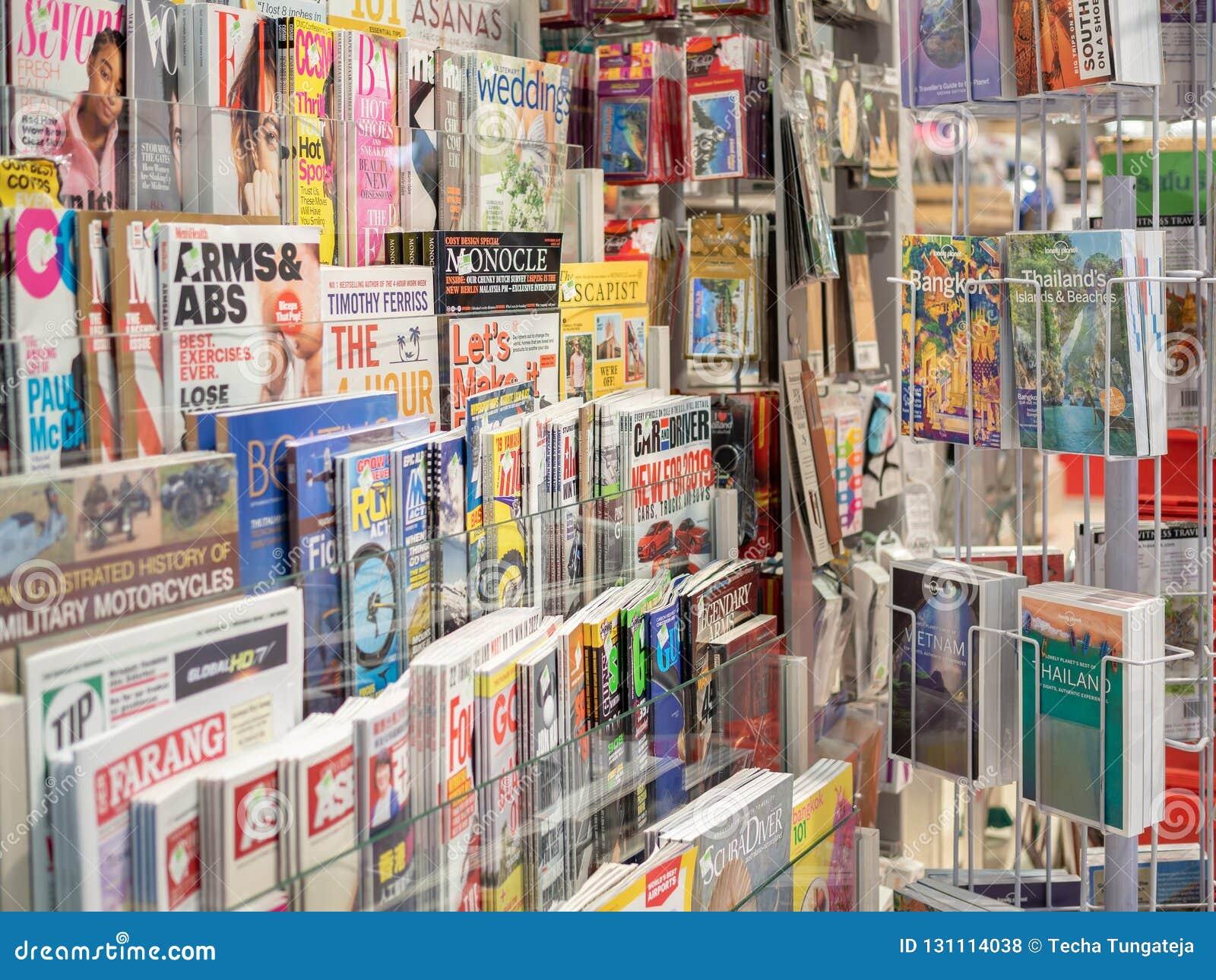 Tijdschriften op vertoningsplank in opslag
