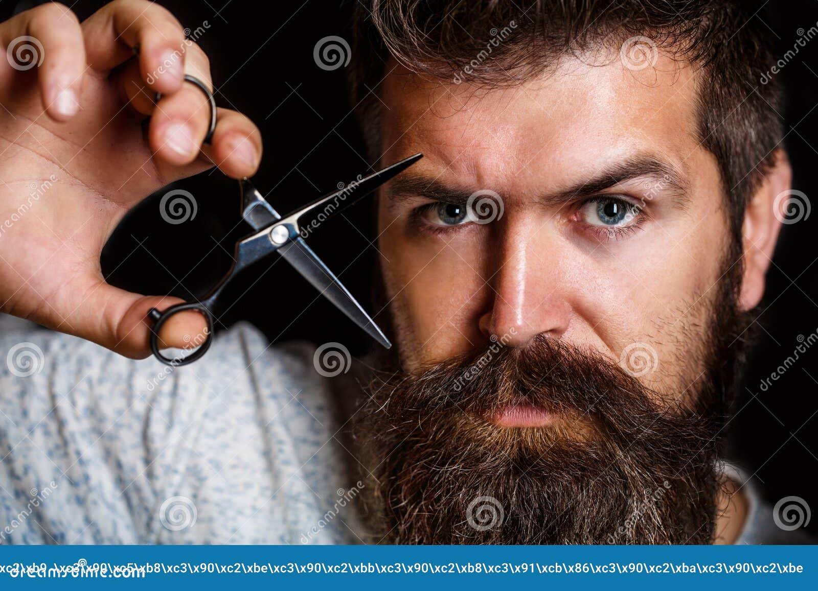 Tijeras del peluquero, peluquería de caballeros Varón brutal, inconformista con el bigote Varón en la barbería, corte de pelo, af