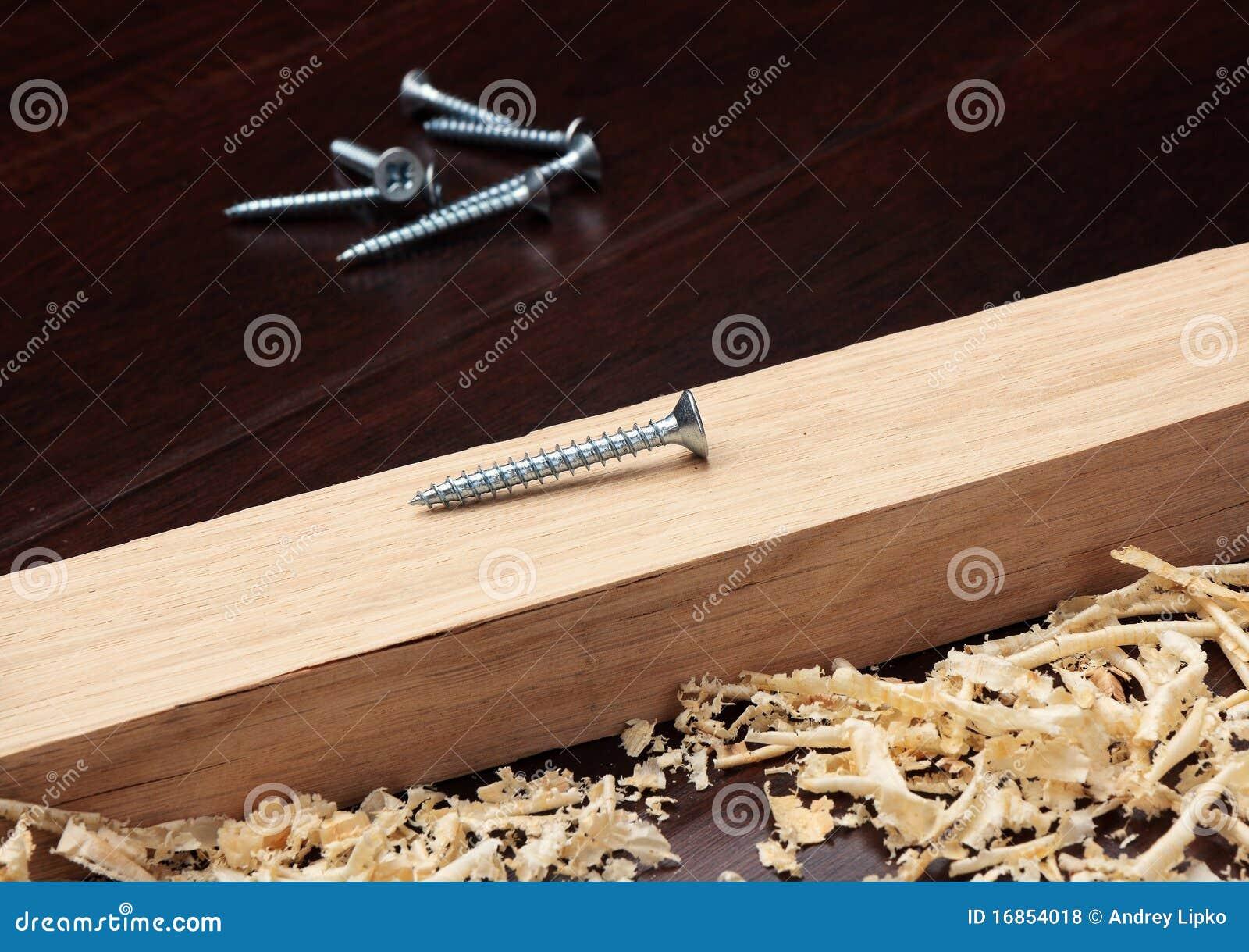 Tijolo, aparas e diversos de madeira parafuso