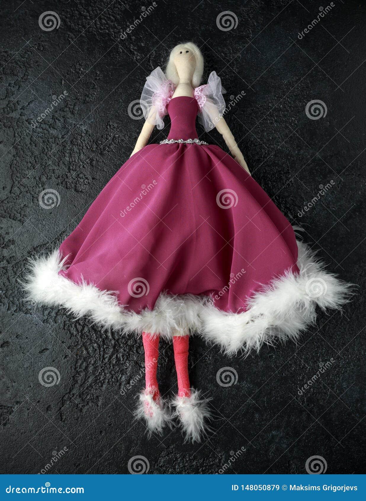Tilda fait main de poupée dans la belle robe avec les cheveux blancs