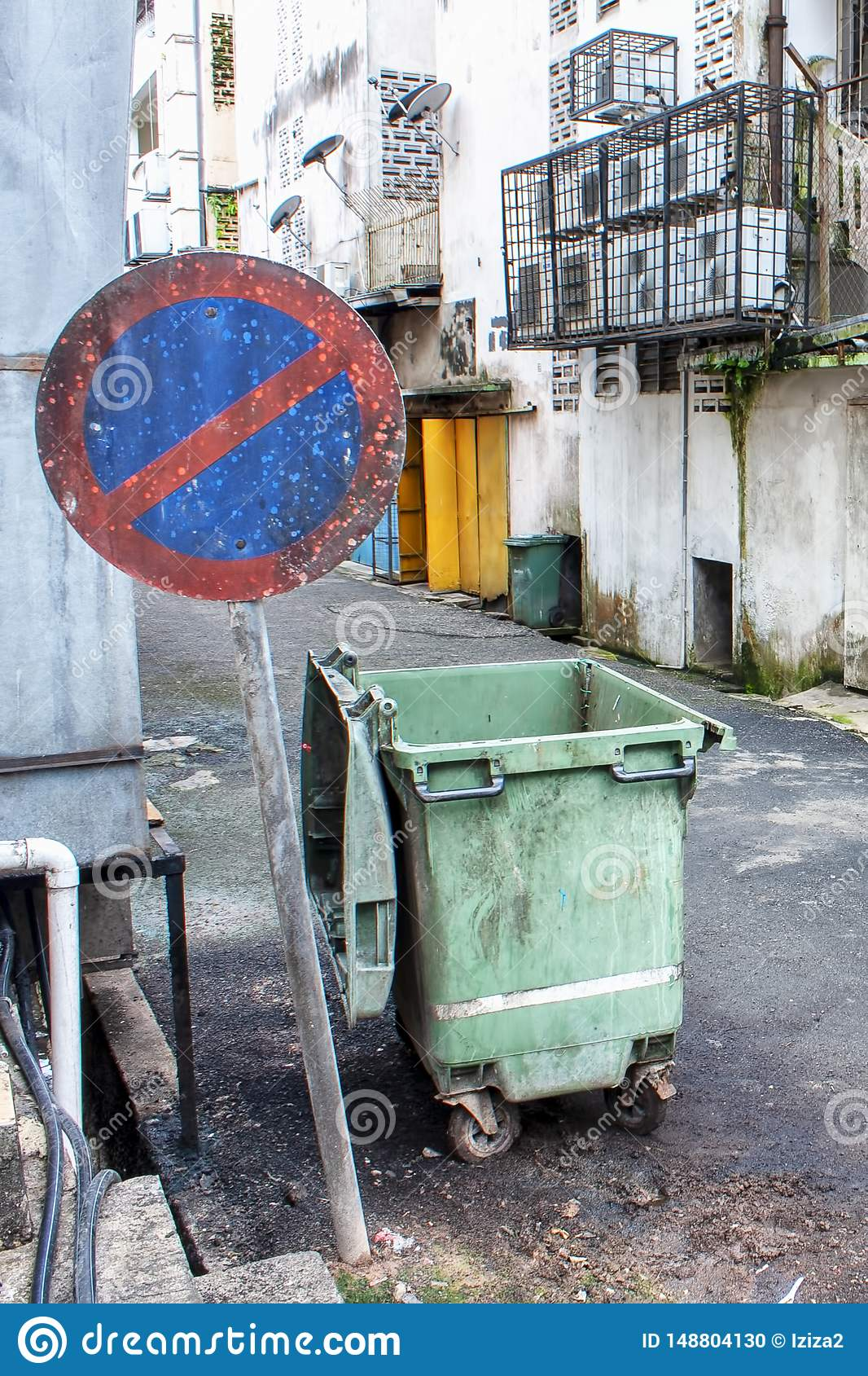 Tillbaka gränd inget tillträde med avfallfacket