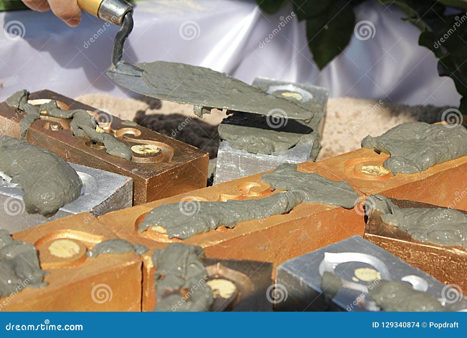 Tillbe förberedelsen för första pelarinstallation av fundamentceremoni på Thailand