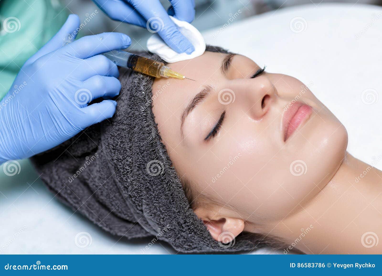 TillvägagångssättPlasmolifting injektion plasmainjektion in i hudnolla