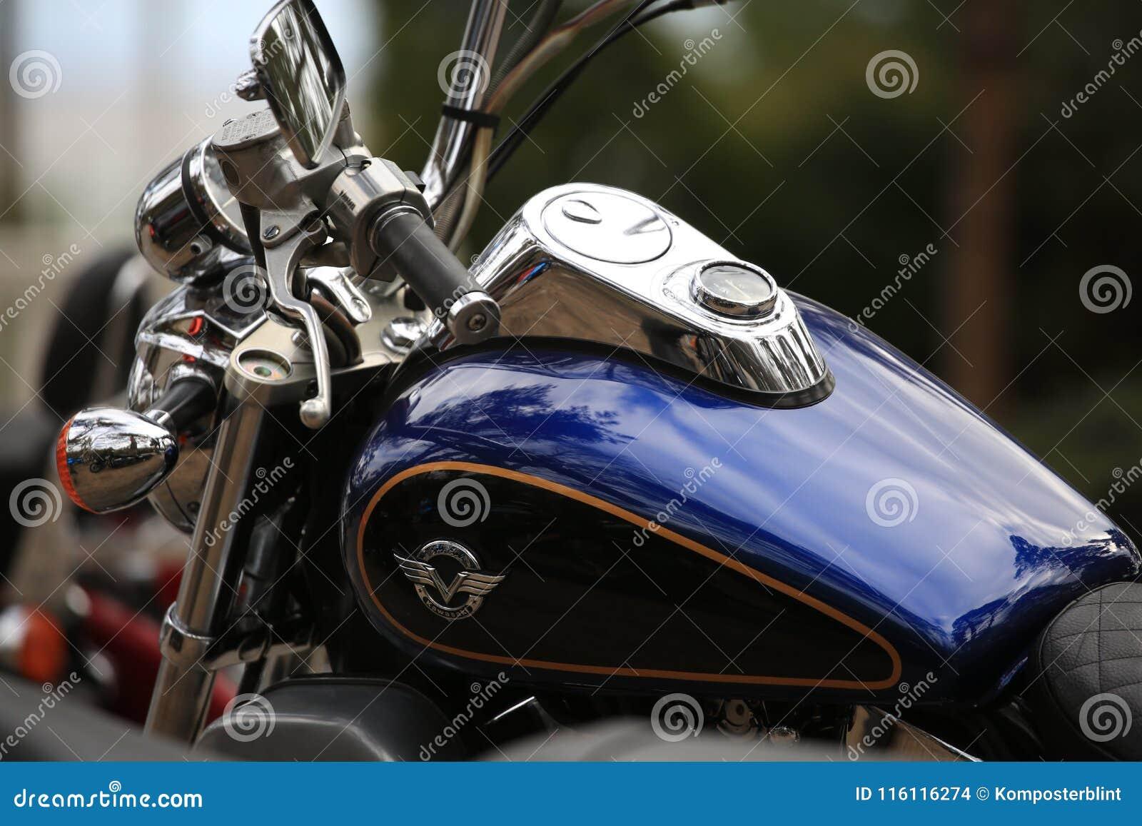 Motorcycle Kawasaki Vulcan Vn 1500 Blue And Black Fuel Tank And