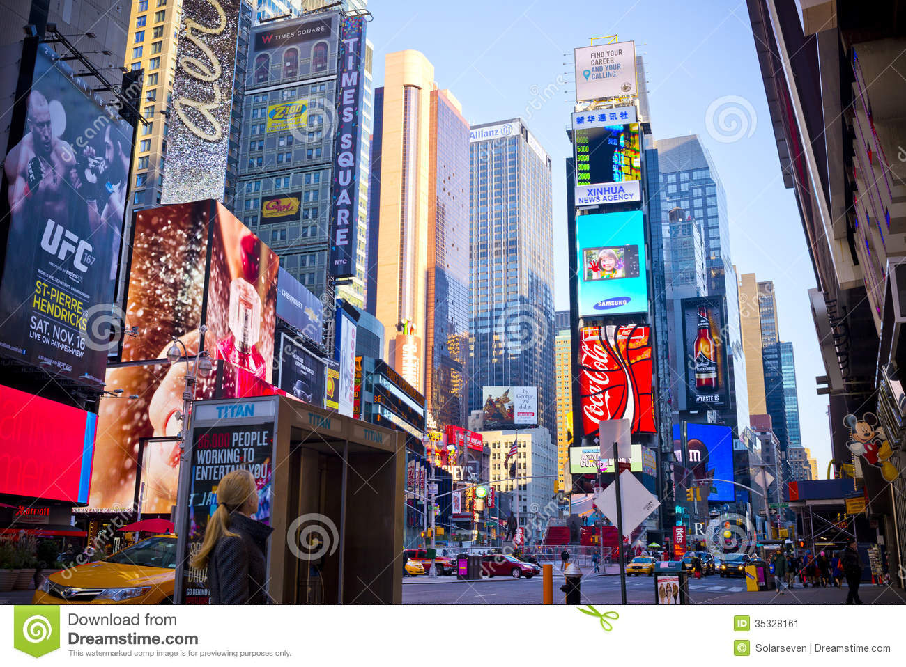 times square new york city redaktionelles foto bild von geb ude 35328161. Black Bedroom Furniture Sets. Home Design Ideas