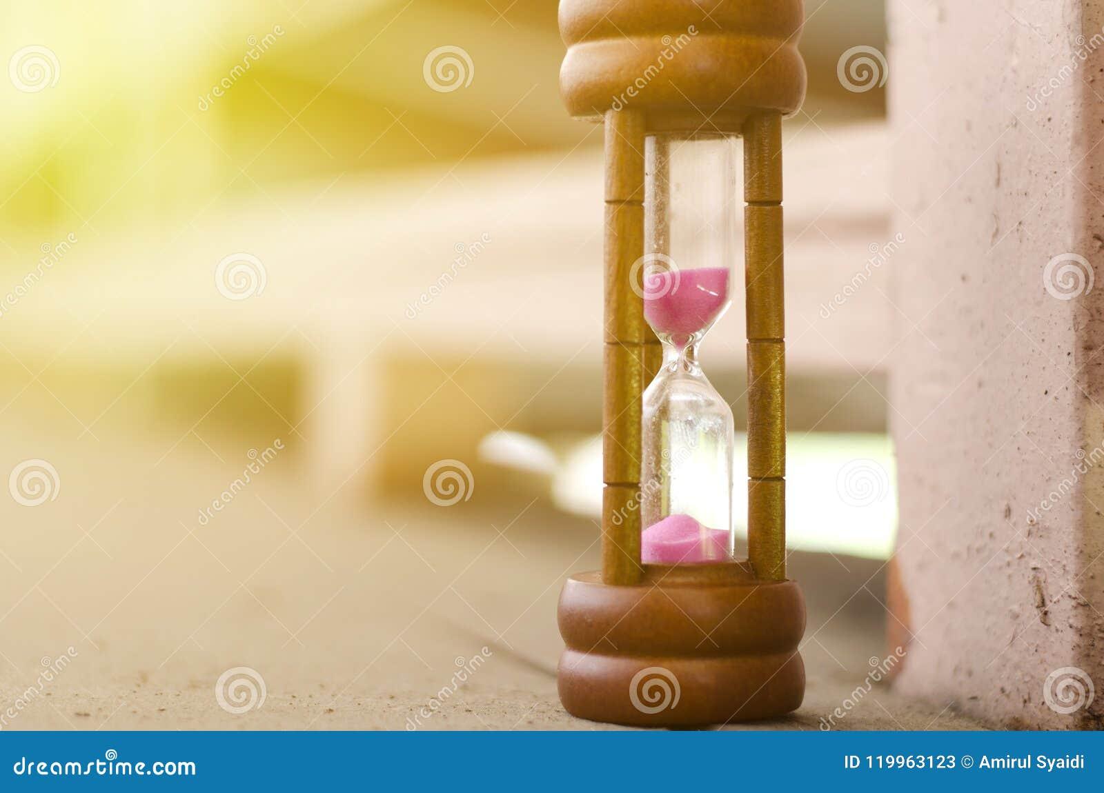 Timglas eller sand-exponeringsglas för begrepp för tidledning