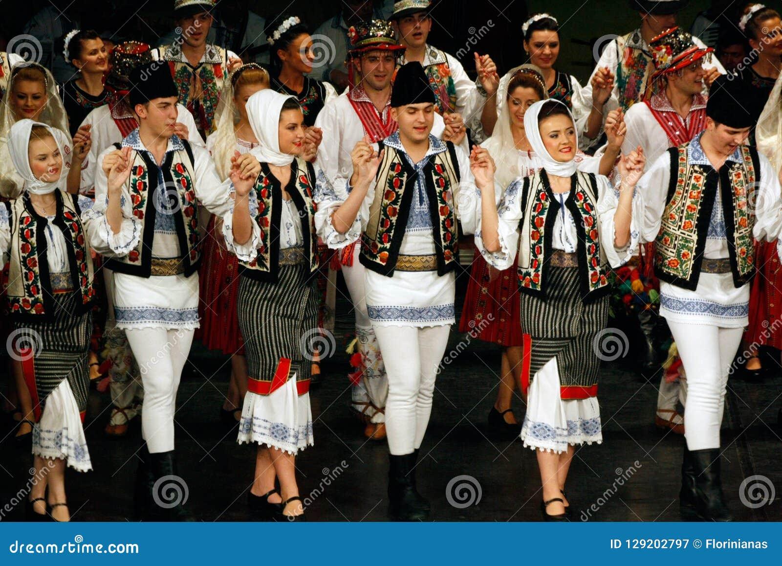 TIMISOARA, ROUMANIE 12 10 2014 danseurs roumains de folklore