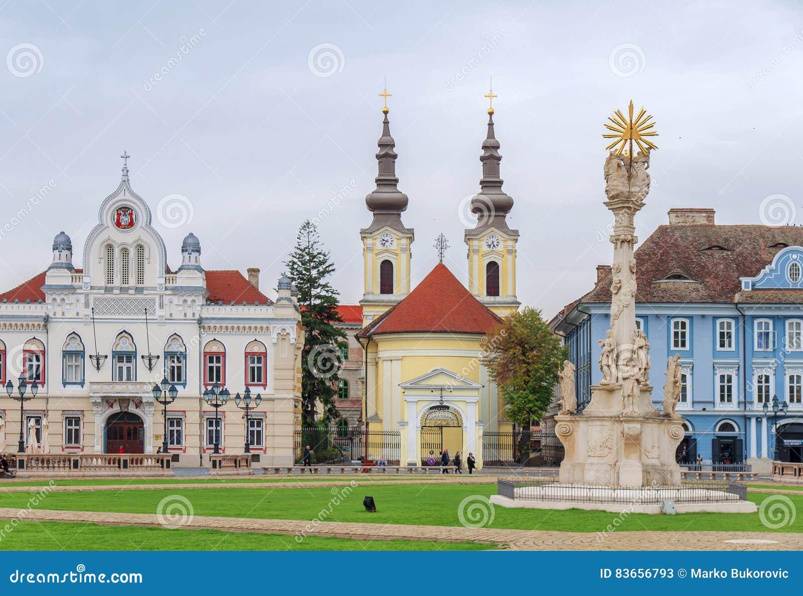 TIMISOARA RUMÄNIEN - 15 OKTOBER, detalj 2016 av statyn för helig Treenighet på fyrkantig union och den serbOrtodox kyrkan
