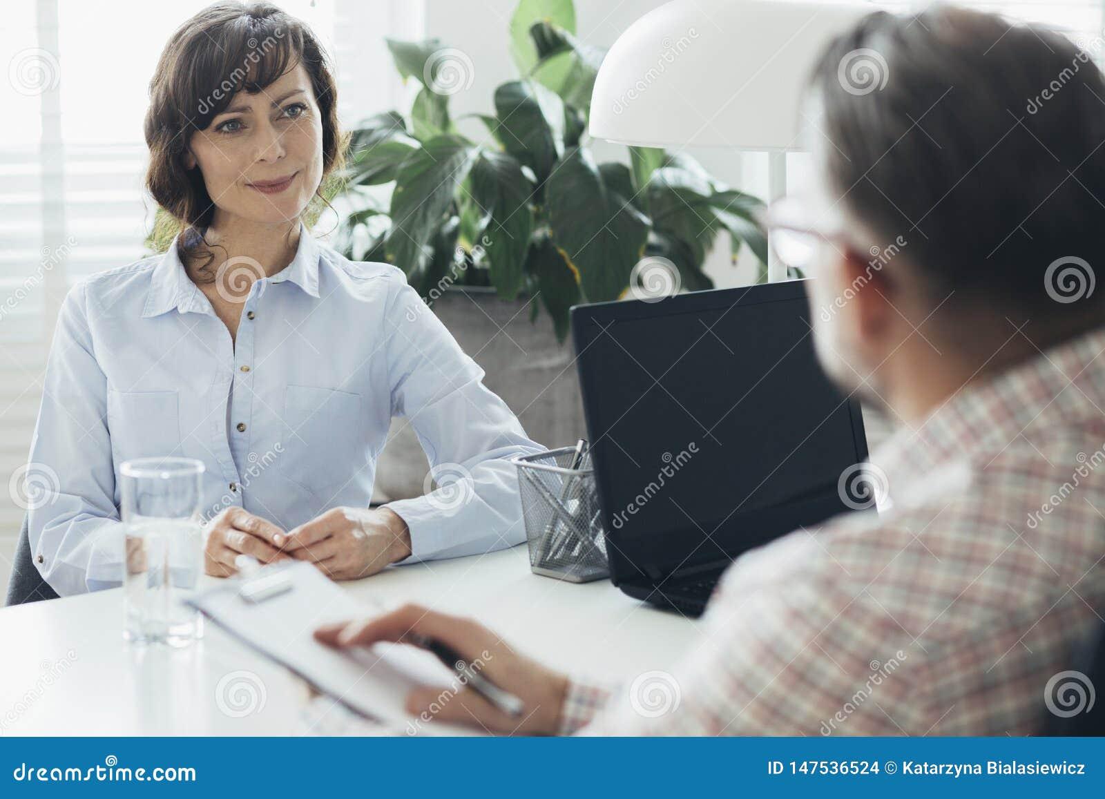 Timme-chef som försöker att öka anställdmotivation