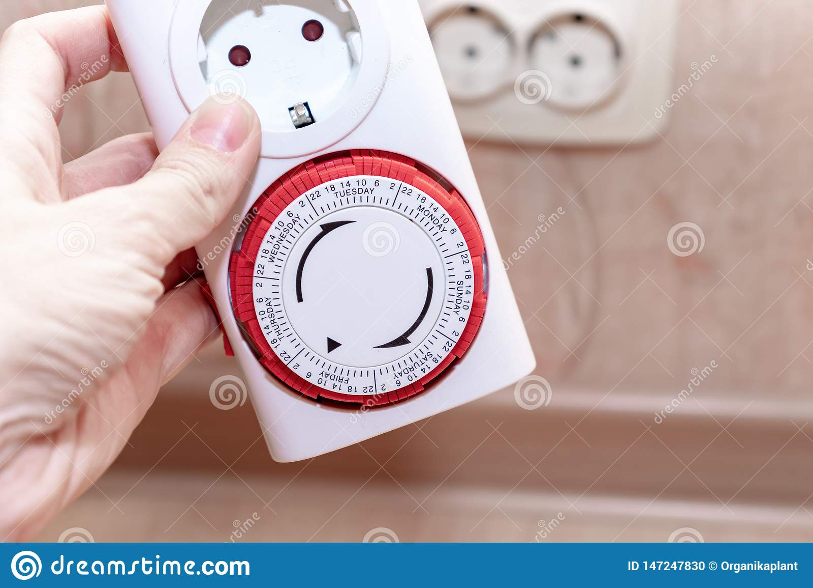 24 timme 7 dagar i pluggar veckanströmförsörjningar i den europeiska håligheten för tidmätareströmbrytaren för energi och pengarb