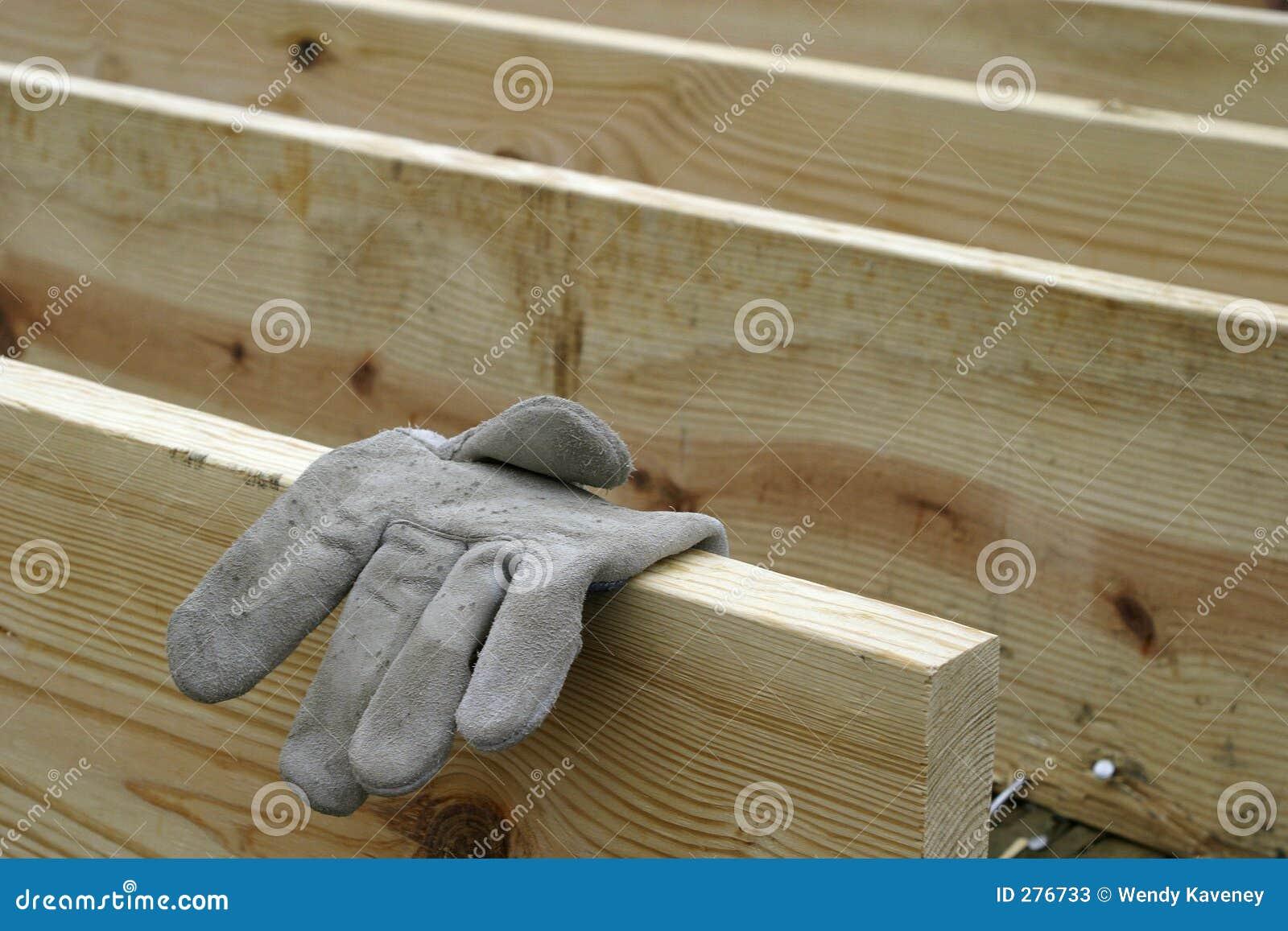 Timmerhout en Handschoen