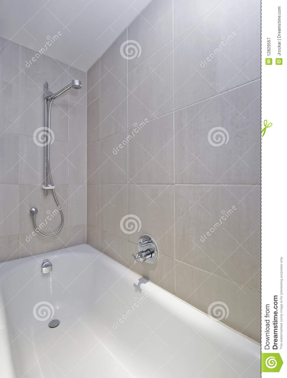 Baño De Tina O Artesa:Bath Tub with Shower Attachment