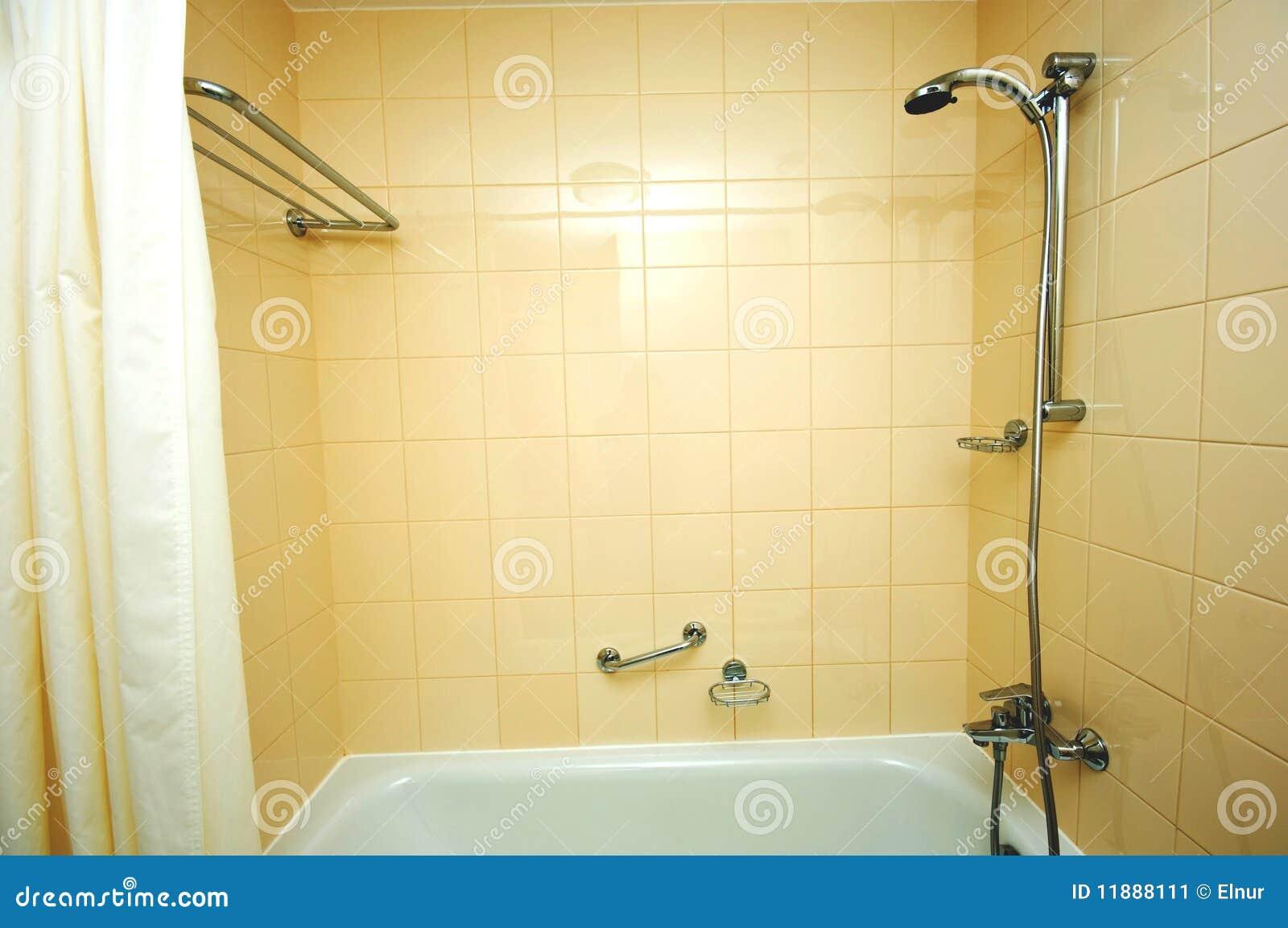 Tina y ducha de ba o imagen de archivo imagen 11888111 for Banos con tina y ducha